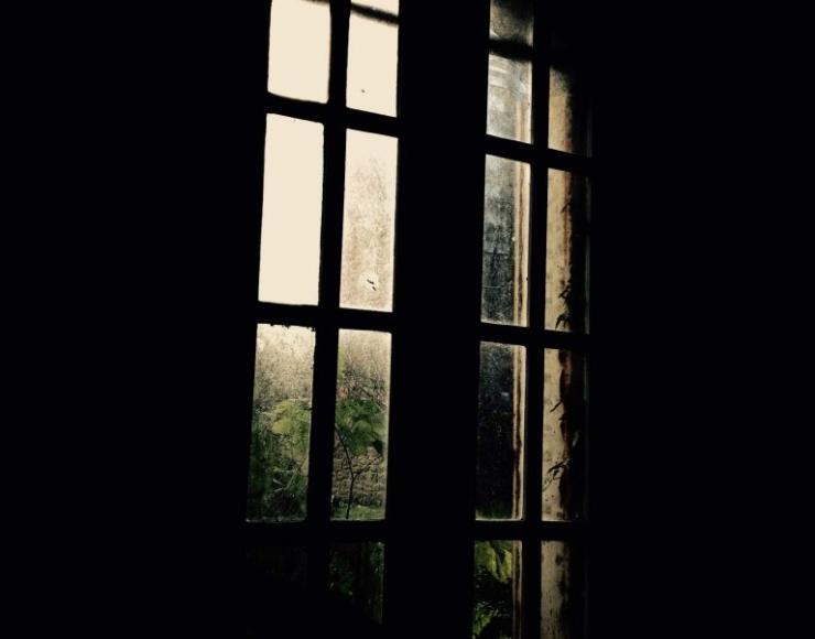 Photographie d'une fenêtre d'un bâtiment de ferme - Pont-Sal