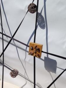 L'artiste plasticien breton présente le cadre en bois Multitude