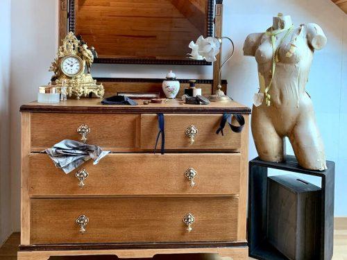 """AG Décoration - Coiffeuse anglaise en bois / Mise en scène """"Couture"""""""